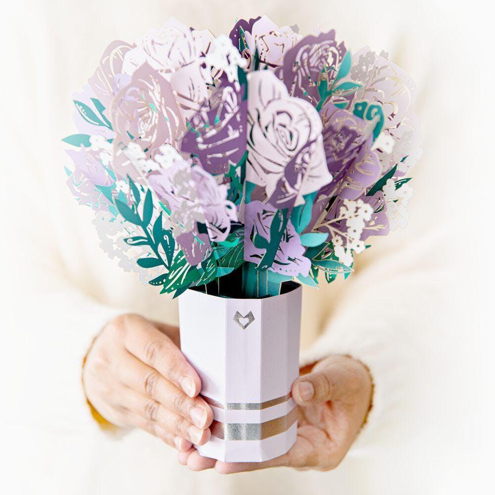 Lila Rosenstrauß, Pop-Up Blumen
